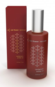 hammam-cardamom-amber-oil-red-flower-02